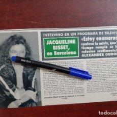 Coleccionismo de Revistas y Periódicos: JACQUELINE BISSET EN BARCELONA- - RECORTE - REVISTA HOLA AÑO 1990. Lote 195438525