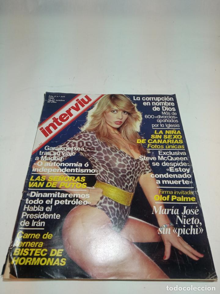 Coleccionismo de Revistas y Periódicos: Gran lote de 49 revistas Interviu. Números entre el 75 de 1977 y el 231 de 1980. Fotos de todas. - Foto 2 - 195739556