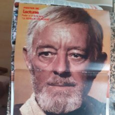 Coleccionismo de Revistas y Periódicos: POSTER STAR WARS LA GUERRA DE LAS GALAXIAS ALEC GUINNESS BEN OBI WAN KENOBI LECTURAS. Lote 210662844