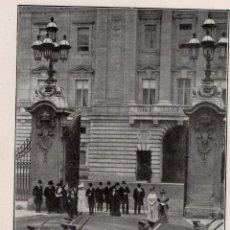 Coleccionismo de Revistas y Periódicos: LONDRES 1914 LA FAMILIA REAL INGLESA EN EL PALACIO DE BUCKINGHAM HOJA REVISTA. Lote 215358981