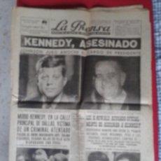 Coleccionismo de Revistas y Periódicos: ANTIGUO PERIÓDICO NEWSPAPER LA PRENSA 23 NOV. 1963 Nº 8.998 MUERTE DE KENNEDY ASESINADO OSWALD..ETC. Lote 226869745
