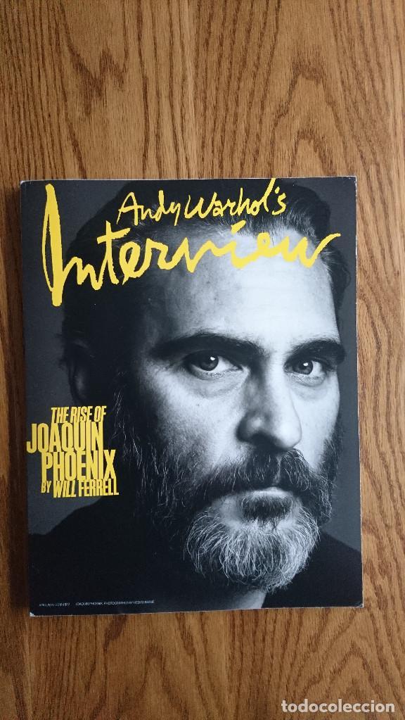 REVISTA INTERVIEW ANDY WARHOL JOAQUIN PHOENIX MAYO. 2018 (Coleccionismo - Revistas y Periódicos Modernos (a partir de 1.940) - Otros)