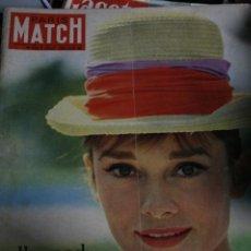 Coleccionismo de Revistas y Periódicos: REVISTA FRANCESA PARIS MATCH AUDREY HEPBURN 1961. Lote 245916745