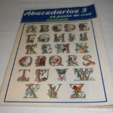 Coleccionismo de Revistas y Periódicos: ABECEDARIOS 3 EN PUNTO DE CRUZ CREACIONES ARTIME. Lote 295526428