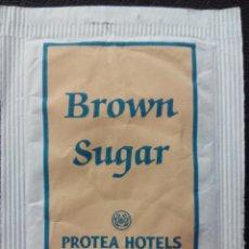 Sobres de azúcar de colección: SOBRE DE AZÚCAR MORENO DE PROTEA HOTELS - SUDAFRICA. Lote 109510751