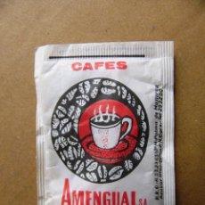Sobres de azúcar de colección: SOBRE DE AZUCAR CAFES AMENGUAL - LLENO. Lote 132965694