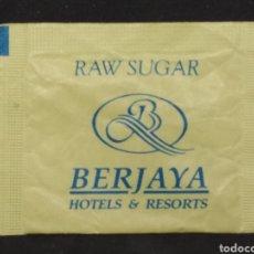 Sobres de azúcar de colección: SOBRE DE AZÚCAR MORENO DE BERJAYA HOTELS & RESORTS. Lote 148136890