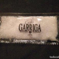 Sobres de azúcar de colección: SOBRE DE AZUCAR LLENO CAFE CAFES GARRIGA 1850. Lote 154537358