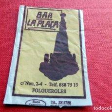 Sobres de azúcar de colección: ANTIGUO SOBRE AZÚCAR - BAR LA PLAÇA - FOLGUEROLES - VACÍOS - (VER FOTOS). Lote 191857700