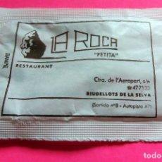 Sobres de azúcar de colección: SOBRE DE AZÚCAR - RESTAURANT LA ROCA PETITA - RIUDELLOTS DE LA SELVA - GIRONA - VER FOTOS - VACÍOS. Lote 195023780