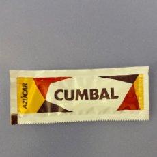 """Sobres de azúcar de colección: SOBRE DE AZÚCAR LLENO """"CUMBAL"""", CON FRASE DE CERVANTES. Lote 196771787"""