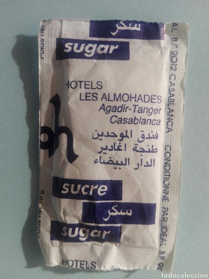 1 SOBRE DE AZÚCAR / AZUCARILLO LLENO - HOTEL LES ALMOHADES MARRUECOS - AÑOS 90 - PEDIDO MÍNIMO (Coleccionismos - Sobres de Azúcar)