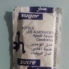 Sobres de azúcar de colección: 1 SOBRE DE AZÚCAR / AZUCARILLO LLENO - HOTEL LES ALMOHADES MARRUECOS - AÑOS 90 - PEDIDO MÍNIMO. Lote 206955393