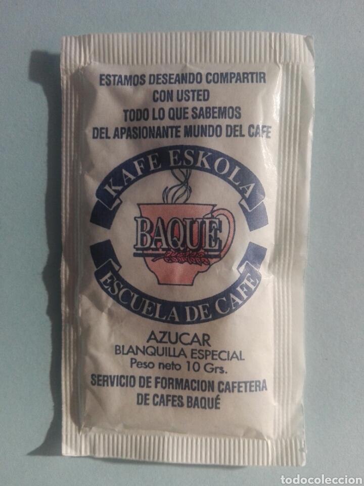 1 SOBRE DE AZÚCAR / AZUCARILLO LLENO - CAFÉ ESKOLA BAQUE ESCUELA DE CAFÉ - AÑOS 90 - PEDIDO MÍNIMO (Coleccionismos - Sobres de Azúcar)
