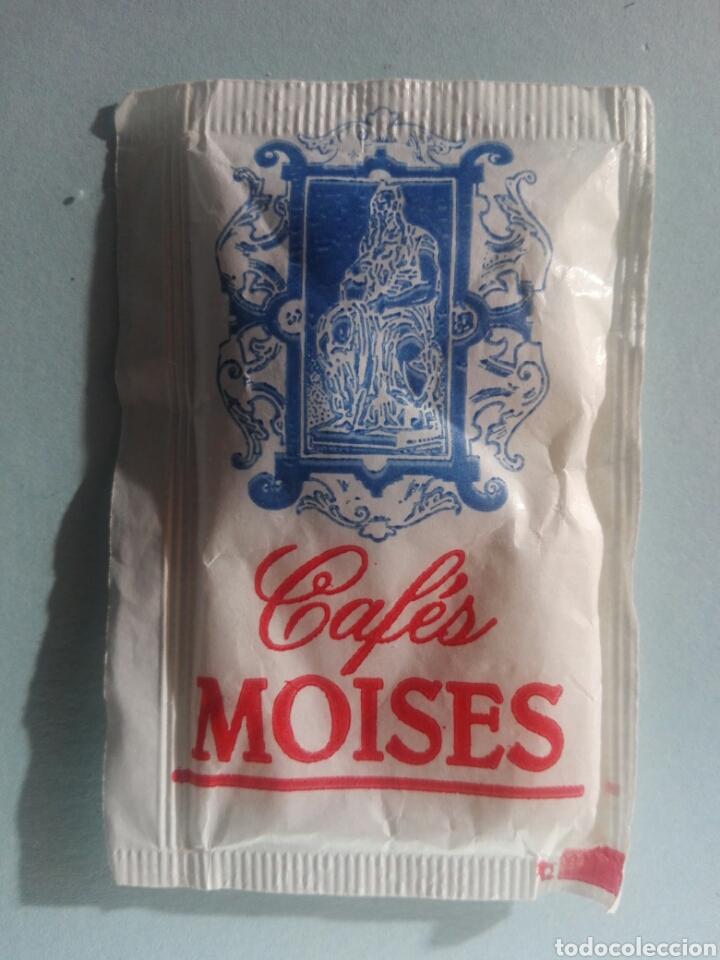1 SOBRE DE AZÚCAR / AZUCARILLO LLENO - CAFÉS MOISÉS - AÑOS 90 - PEDIDO MÍNIMO (Coleccionismos - Sobres de Azúcar)
