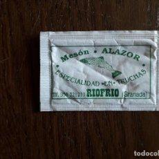 Sobres de azúcar de colección: SOBRE DE AZUCAR VACÍO DE PUBLICIDAD, MESÓN ALAZOR, RIOFRIO. GRANADA.. Lote 211479439
