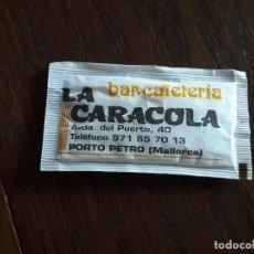 Sobres de azúcar de colección: SOBRE DE AZÚCAR VACÍO DE PUBLICIDAD, BAR RESTAURANTE LA CARACOLA, PORTO PETRO. MALLORCA. Lote 222393048