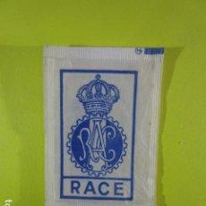 Bustine di zucchero di collezione: REF: SA-1234 COLECCION MILES SOBRES AZUCAR SUGAR PACKET LEER INT. 1 UD. ESCUDOS RACE. Lote 241894910