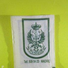 Bustine di zucchero di collezione: REF: SA-1234 COLECCION MILES SOBRES AZUCAR SUGAR PACKET LEER INT. 1 UD. ESCUDOS C.D.M. LA DEHESA. Lote 241895000