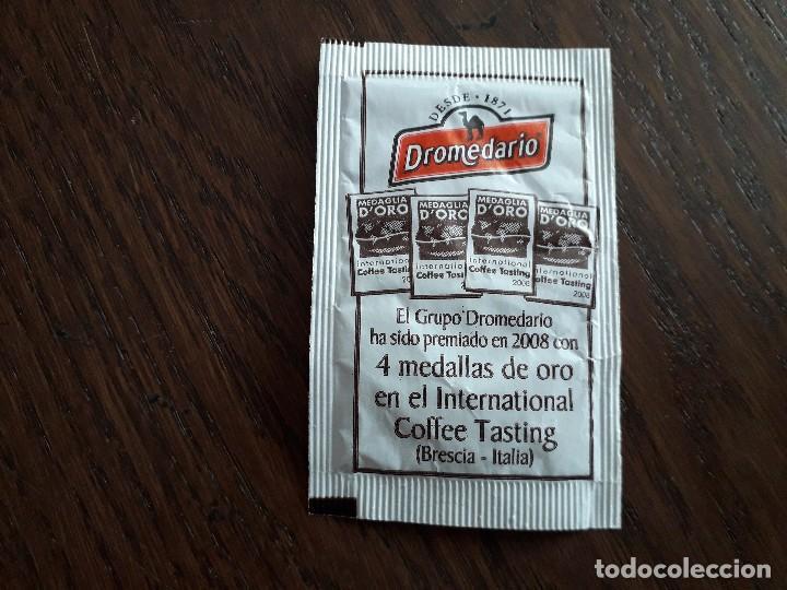 SOBRE DE AZÚCAR VACÍO DE PUBLICIDAD, CAFÉS DROMEDARIO, MEDALLA DE ORO EN EL COFFE TASTING 2008 (Coleccionismos - Sobres de Azúcar)