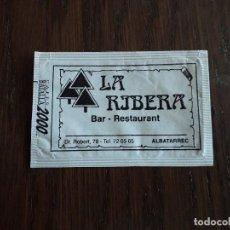 Sobres de azúcar de colección: SOBRE DE AZÚCAR VACÍO DE PUBLICIDAD, BAR RESTAURANT LA RIBERA, ALBATÀRREC. LLEIDA.. Lote 254530330