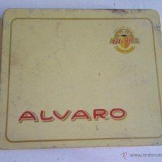 Paquetes de tabaco: VIEJA CAJA DE LATA DE TABACO ALVARO. Lote 48305950