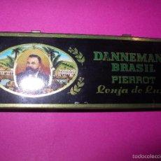 Paquetes de tabaco: ANTIGUA CAJA METÁLICA CIGARROS DANNEMANN BRASIL PIERROT LONJA DE LUXE. MUY BUEN ESTADO. Lote 60724899