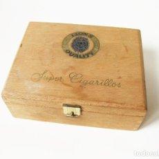 Paquetes de tabaco: CAJA DE MADERA DE 50 SUPER CIGARRILLOS LION´S QUALITY - LIONS - INTERIOR TERCIOPELO. Lote 67253989
