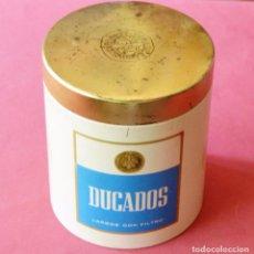 Paquetes de tabaco: DUCADOS - ANTIGUO BOTE O CAJA DE METAL PARA CIGARRILLOS - TABACO. Lote 87324532