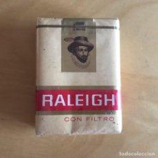Paquetes de tabaco: ANTIGUO PAQUETE DE TABACO RALEIGH . CON FILTRO. SIN ABRIR. CON PRECINTO. . Lote 148143517