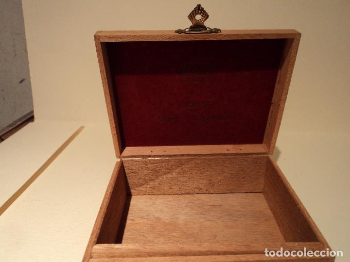 Paquetes de tabaco: CAJA DE MADERA DE 50 SUPER CIGARRILLOS LION´S QUALITY - LIONS - Foto 2 - 115577943