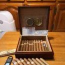 Paquetes de tabaco: HUMIDOR DE CAOBA CON TODOS LOS 14 PUROS HABANOS COHIBAS INCLUIDOS. Lote 115539226