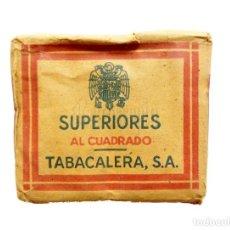Paquetes de tabaco: PAQUETE CAJA TABACO CIGARRILLOS SUPERIORES AL CUADRADO TABACALERA TABACOS AÑOS 30 LLENO. Lote 136617918