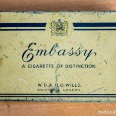 Paquetes de tabaco: ANTIGUA CAJA METÁLICA - 25 CIGARROS EMBASSY - LONDRES - VACIA. Lote 151291050