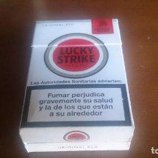 Paquetes de tabaco: ORIGINAL Y CURIOSO PAQUETE DE TABACO QUE SE ABRE EN DOS. LUCKY STRIKE, ANTIGUO. VACÍO. . Lote 167659376