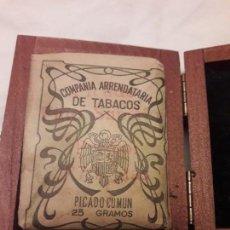 Paquetes de tabaco: ANTIGUA CAJA DE TABACO COMPAÑÍA ARRENDATARIA DE TABACOS PICADO COMÚN 25 GRAMOS. Lote 171776758