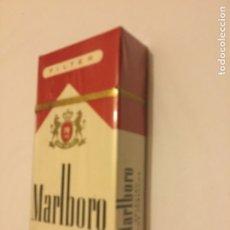 Paquetes de tabaco: PAQUETE TABACO 10 CIGARRILLOS MARLBORO MADE NI U S. A. SELLO T. S. A. PRECINTADO ORIGEN AÑOS 70. Lote 190991573