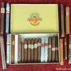 Paquetes de tabaco: COLECCIÓN DE CAJA Y 22 CIGARROS PUROS. VARIAS VITOLAS. SIGLO XX. . Lote 183386407