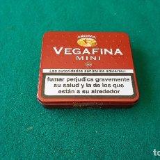Paquetes de tabaco: CAJA METAL VEGAFINA 20 MINI-HABANOS LLENA (PRECINTADA). Lote 194538233