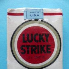 Paquetes de tabaco: PAQUETE TABACO VACIO - LUCKY STRIKE - FUNDA DE PLASTICO ORIGINAL - VER DESCRIPCION. Lote 204655257