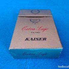 Paquetes de tabaco: CAJETILLA DE CIGARRILLOS DE TABACO KAISER EXTRA LUJO - PAQUETE VACIO - AÑOS 80. Lote 218838831