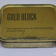 Paquets de cigarettes: ANTIGUA CAJA METALICA GOLD BLOCK CON PICADURA DE TABACO .. Lote 223325887