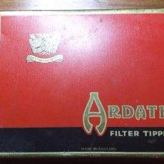 Paquetes de tabaco: CAJA METÁLICA DE CIGARRILLOS ARDATH. 15 X 11CMT.. Lote 226625910