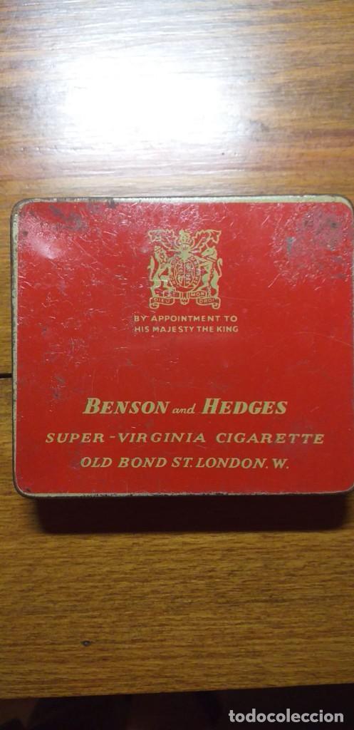 CAJA METÁLICA DE CIGARRILLOS BENSON AND HEDGES. 8,5 X 7,5CMT. (Coleccionismo - Objetos para Fumar - Paquetes de tabaco)