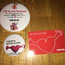 Tarjetas telefónicas de colección: LOTE 2 CHAPAS Y TARJETA DEVOLUCIÓN IKEA. Lote 108933067