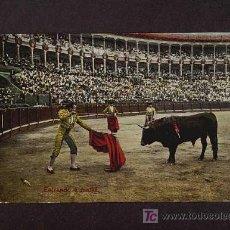 Tauromaquia: POSTAL DE TOROS: ENTRANDO A MATAR. Lote 3095484