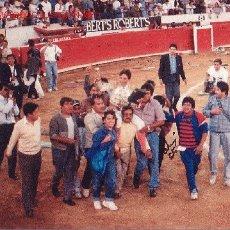 Tauromaquia: FOTOGRAFIA DEL TORERO ADRIAN FLORES, GANADOR DE LA OREJA DE PLATA AL INDULTAR AL TORO JORDI, . Lote 12160392