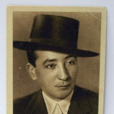 Tauromaquia: POSTAL TORERO MANUEL JIMÉNEZ MORENO CHICUELO CON BIOGRAFÍA ÁLBUM CURRO MELOJA 1945 . Lote 10382718