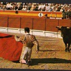 Tauromaquia: POSTAL: CORRIDA DE TOROS - CITANDO DE RODILLAS - 1962. Lote 29608624