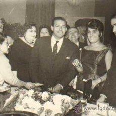 Tauromaquia: TOROS. TORERO: MARIO CABE Y JOAQUIN BERNADO. HOMENAJE. 11X17 CM. CA. 1960. FOT: FOTOS MATEO. Lote 31365885